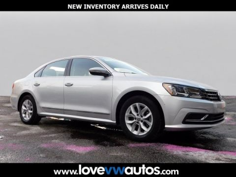 Pre-Owned 2016 Volkswagen Passat FWD 4D Sedan